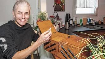 Das Nähkästchen auf dem Küchentresen: Bettina Schelker hat den Begriff «Gefühl» erwischt.