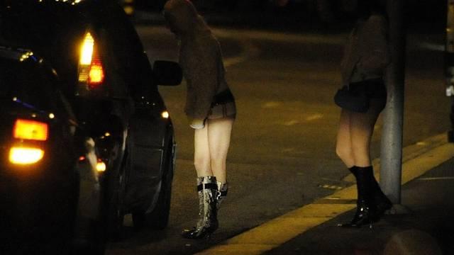 Ein Chauffeur aus Dietikon wollte eine Prostituierte mit Falschgeldhinters Licht führen (Symbolbild/Archiv)