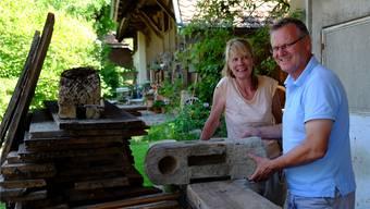 Béatrice Meili und Rolf Baumann wollen den alten Spycher aus Reitnau wieder zusammenbauen. Rahel Plüss