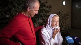 Vier Jahre lang warteten sie auf ein Wiedersehen: Sébastien Chadaud -Pétronin mit seiner Mutter Sophie Pétronin, die bis vergangene Woche in der Hand malischer Geiselnehmer war.