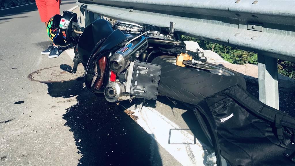 Motorradfahrer verletzt sich bei Selbstunfall