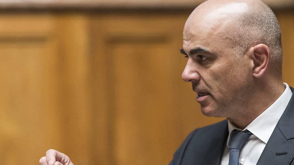 Sozialminister Alain Berset hatte sich im Nationalrat vergeblich gegen eine Kürzung der Kinderrenten ausgesprochen. Im Ständerat hat er bessere Chancen. (Archivbild)