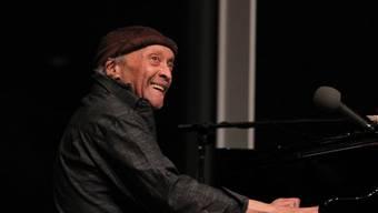Cecil Taylor, einer der Mitbegründer des Free Jazz - hier an einer spontanen Session 2016 im Whitney Museum of American Art in New York - ist mit 89 Jahren gestorben.