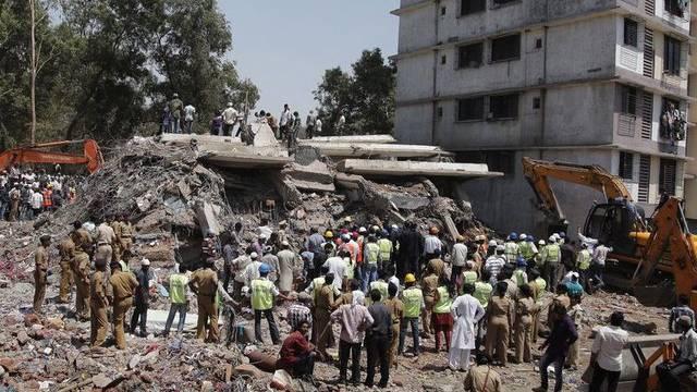 Immer noch kommen in den Trümmern in Mumbai Tote zum Vorschein