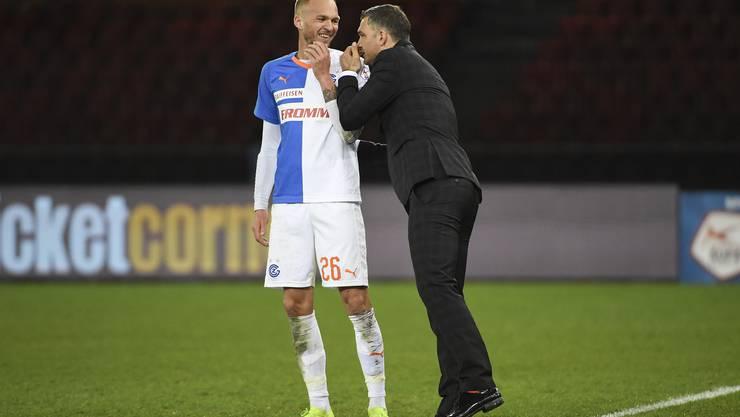 Im Spiel gegen die BSC Young Boys konnten beide noch zusammen lachen: Raphael Holzhauser (l.) und der neue GC-Trainer Tomislav Stipic (r.).