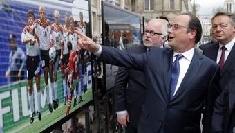 Der französische Präsident erhofft sich von den Europameisterschaften im eigenen Land steigende Wiederwahlchancen 2017.
