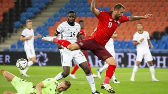 Haris Seferovic scheitert an DFB-Keeper Bernd Leno