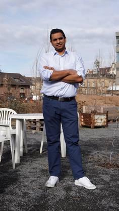 Sindu Sivasuntharam ist in der Nähe von Karlsruhe geboren und aufgewachsen.
