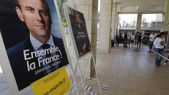 Erste Nachwahlbefragungen sehen Macron vor Le Pen. Belastbare Hochrechnungen werden erst um 20:00 Uhr publiziert.