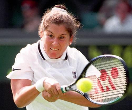 Die Jugoslawin war Nummer eins, gewann 8 Grand-Slam-Titel bis 1993, als Günter Parche die 19-Jährige mit einem Messer niederstach. Danach gewann sie noch 1996 das Australian Open.