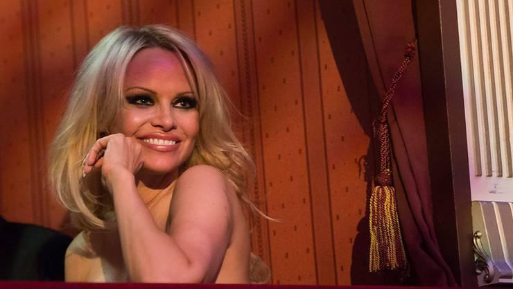 """Pamela Anderson hat den Wiener Opernball in der Loge der Unternehmer-Familie Wess genossen. Diese Leute seien viel kultivierter als Richard """"Mörtel"""" Lugner, sagte sie, der wolle immer nur die Aufmerksamkeit auf sich ziehen."""