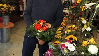 Für frische Blumen muss er früh aufstehen: Karl Käser in seinem Blumengeschäft in Langenthal.