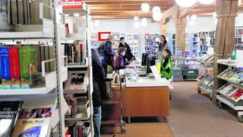 Bücher, Bücher: Die Bibliothek im Kornhaus Herzogenbuchsee wird sehr rege benützt. (Bild: Hanspeter Bärtschi)