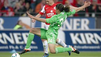 Bei Wolfsburg gesetzt: Ricardo Rodriguez, der hier gegen Mainz-Stürmer Pospech klärt..