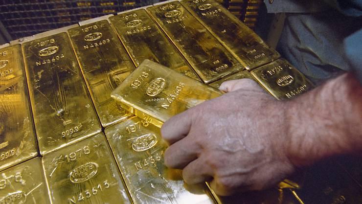 Als Polizisten verkleidete Diebe müssen nach dem Diebstahl von Goldbarren für mehrere Jahre hinter Gitter.  (Symbolbild)