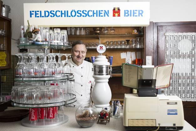 Wirt Fredy Speck, wird pensioniert, aufgenommen in seinem Restaurant Speck Aarau, am 15. Dezember.