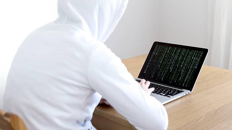 Internetbetrüger versuchten in Schaffhausen, Opfer wegen ihres angeblichem Pornokonsums im Internet zu erpressen. (Symbolbild)