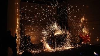 Sie ziehen auch dieses Jahr die Liestaler Kulturnachtbesucher in ihren Bann: Die Crazy Inferno mit ihrer Feuershow.