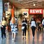 In Weil am Rhein sind an Wochenenden viele Schweizer Einkaufstouristen anzutreffen – hier in der «Einkauf-Insel».