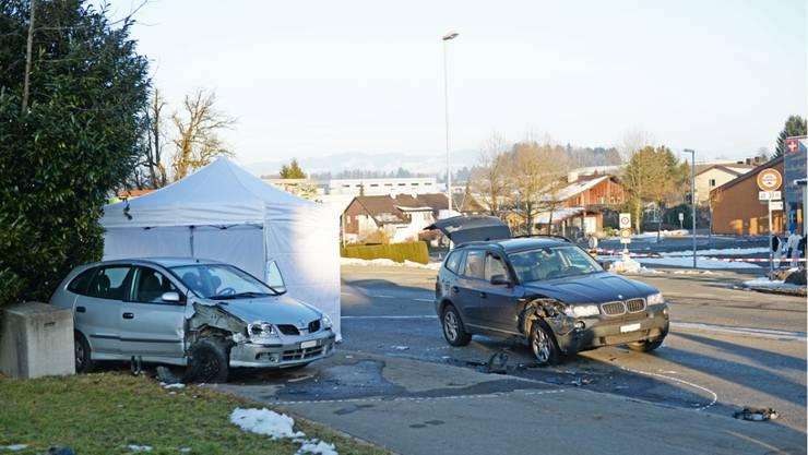 Diese beiden Autos stiessen am Donnerstagnachmittag in Oetwil am See zusammen.