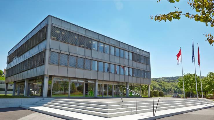 Baujahr 1977: Beim Däniker Gemeindehaus sind in erster Linie Flachdach und Fenster sanierungsbedürftig.