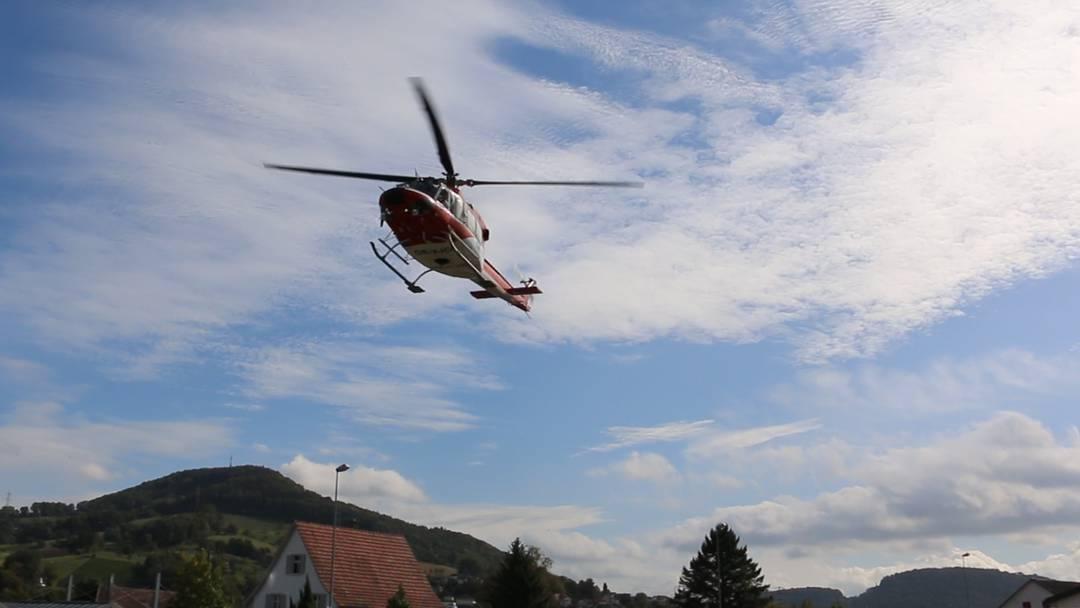 Helikopter macht Punktlandung vor der Bernhard Jehle AG