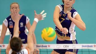 Voleros Ukrainerin Alessia Rychljuk bei einem Smash