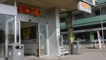 Im Sommer verschwindet das vordere der beiden Signete: Das Coop-Restaurant schliesst seine Tore. AK