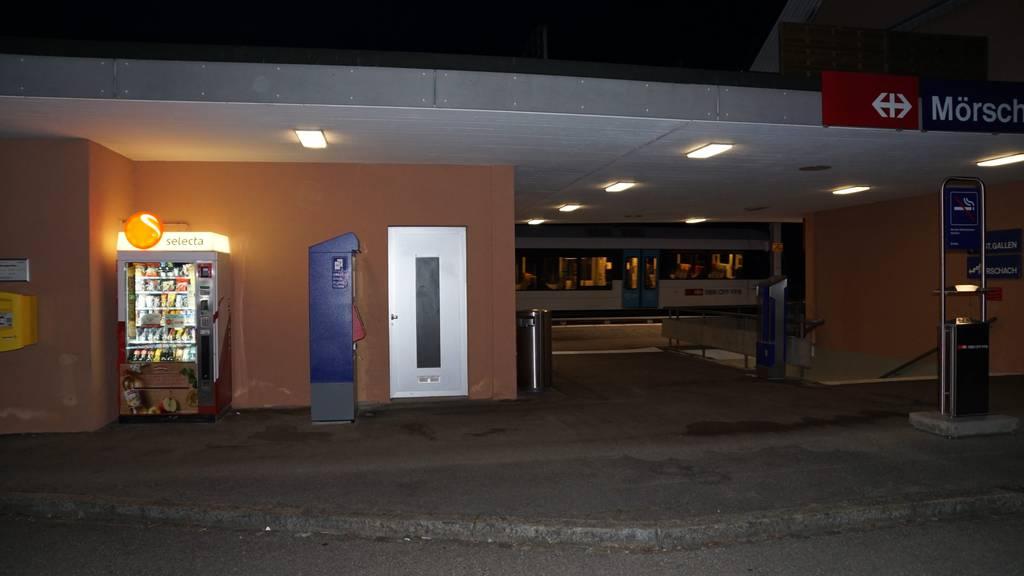 Täter sägen Billettautomaten auf und flüchten