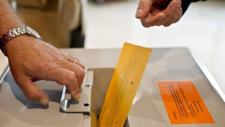Drei nationale Vorlagen sowie Erneuerungswahlen der Behörden sorgen für ungewöhnlich hohe Stimmbeteiligung. Keystone