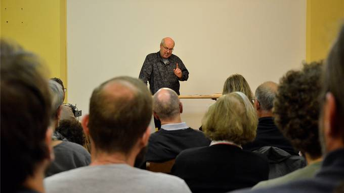 Wolfgang Bortlik las im Zentrum für Anarchie Aarau