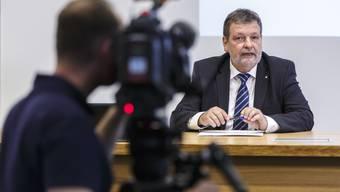 Die Regierung hofft, dass Finanzminister Roland Heim nach der nächsten Abstimmung mit einem positiven Ergebnis vor die Medien treten kann. (Archiv)
