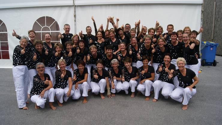 Die 42 Turnerinnen und Turner der Kantonalen Gymnastikgruppe des Baselbieter Verbands an der Gymnaestrada in Lausanne.  afr
