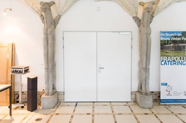 Hinter diesen Flügeltüren lagerten zwei Jahre lang Tausende von Weber-Werken. Am Montag um kurz nach 8 Uhr wurden sie aufgrund eines Gerichtsurteils Maria Anna Weber geöffnet.