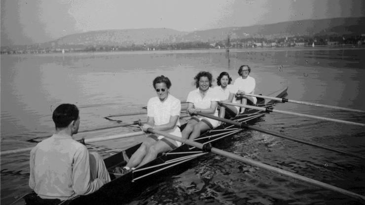 Im 1930 gegründeten Damen Ruderclub Zürich war in den Anfangsjahren Stilrudern die weibliche Ruderdisziplin. ZVG/Schweizerisches Sozialarchiv