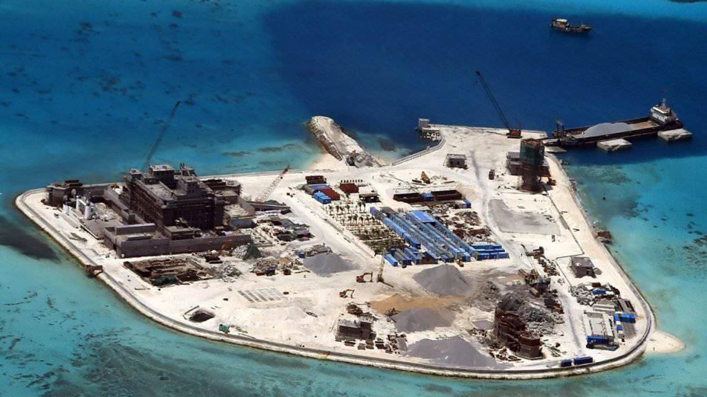 Chinesische Bauten im Südchinesischen Meer, aufgenommen von der philippinischen Armee im Februar 2015. (Archivbild)