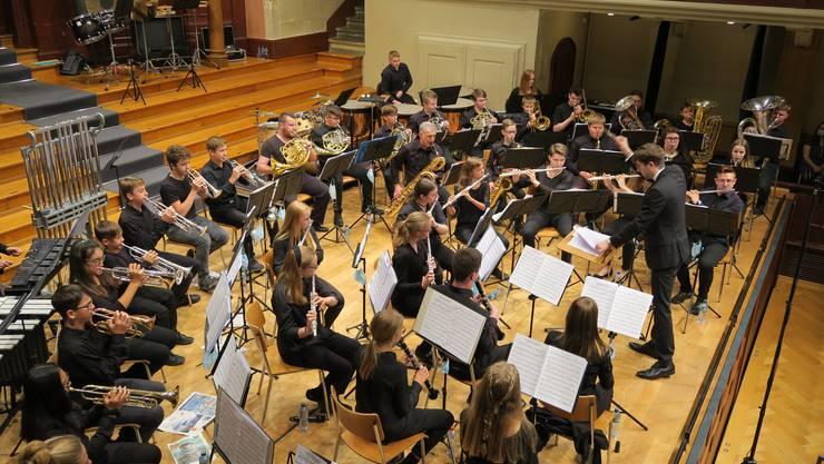Das SOBV Jugendblasorchester beim Konzert im Konzertsaal Solothurn unter der Leitung von Nino Wrede