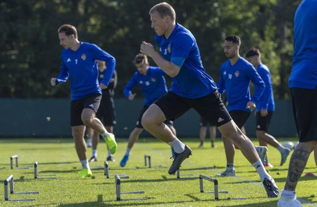 Emil Bergström geht auch im Abschlusstraining vor dem Spiel gegen Krasnodar voran.