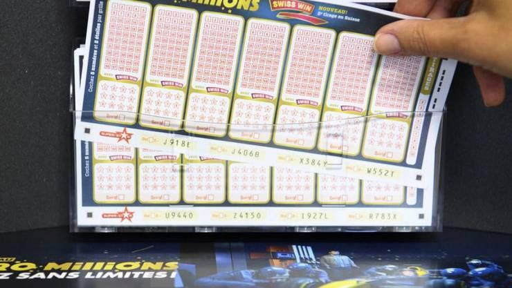 Mit den fünf richtigen Zahlen und den beiden richtigen Sternen hat eine Person aus der Schweiz 183'897'039 Franken gewonnen. (Symbolbild)