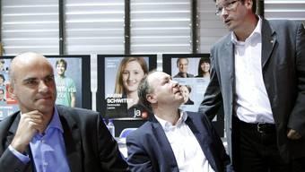 SP-Präsident Christian Levrat und seine Bundesratskandidaten Pierre-Yves Maillard und Alain Berset (v.r:) (Archiv)