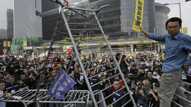 Demonstranten vor dem Parlamentsgebäude in Hongkong