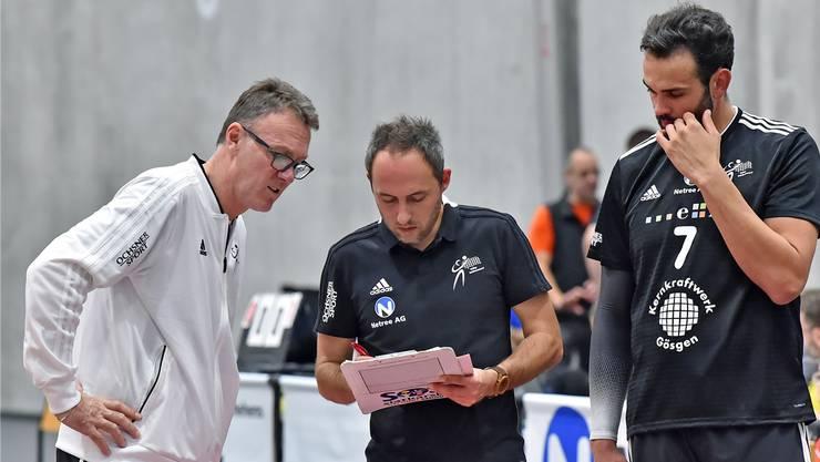Schönenwerds Headcoach Bujar Dervisaj (links) und Assistent Lukasz Motyka (Mitte) müssen ab jetzt auf Angreifer Daniel Rocamora verzichten.