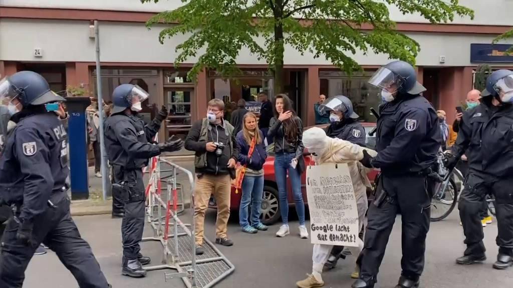 Berlin: 1'000 Menschen demonstrieren gegen die Corona-Massnahmen