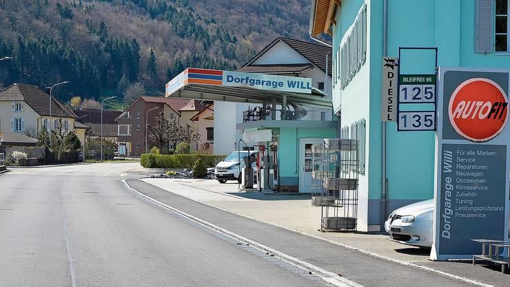 An der Zapfsäule der Dorfgarage Willi in Leibstadt gibt es 1 Liter Bleifrei 95 für 1.25 Fr. – mit Abstand der Testsieger im gestrigen Aargauer Preisvergleich.