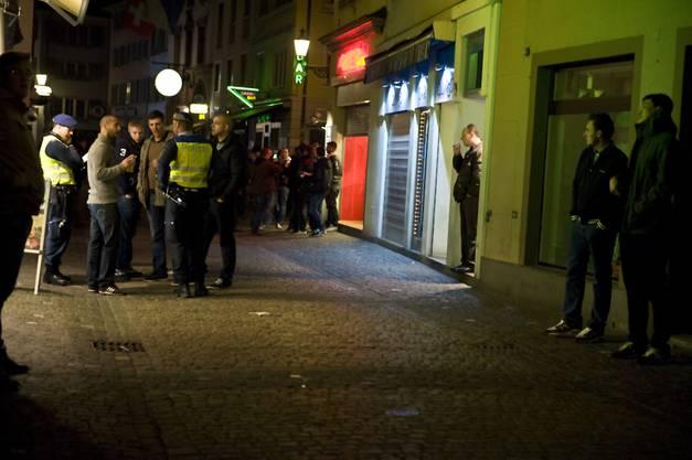 In einer Bar an der Niederdorfstrasse kam es zu einer Schlägerei.