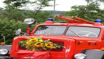 Dieses rote Feuerwehrauto sucht einen neuen Standplatz. ZVG