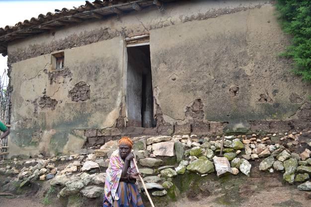 Die Armut auf dem Land ist nach wie vor erschütternd. In solchen und ähnlichen Hütten leben viele Familien.