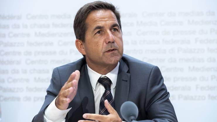 Bundeskanzler Walter Thurnherr: «Ergebnisse dürfen nicht vor 12.00 Uhr des Abstimmungs-tages öffentlich bekannt gegeben werden.»