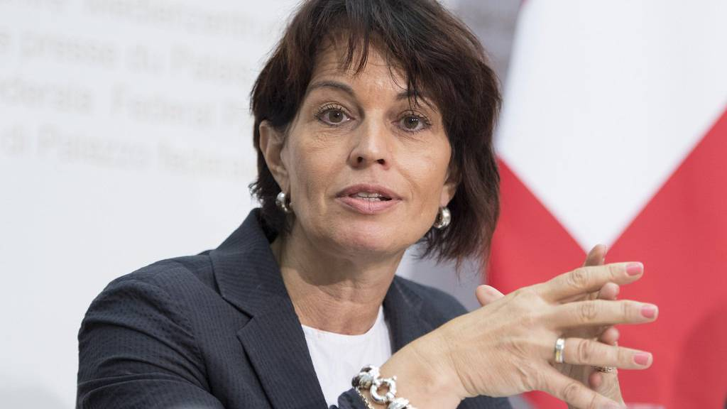 Bundesrätin Doris Leuthard informierte 2015 über das Pilotprojekt.