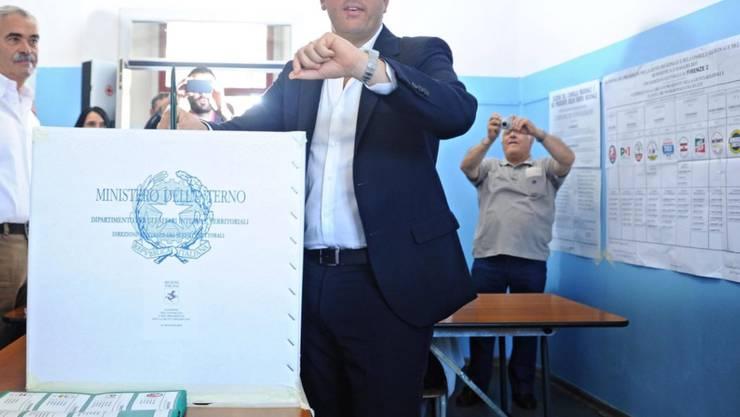 Italiens Premier Renzi gibt pünktlich seine Stimme ab